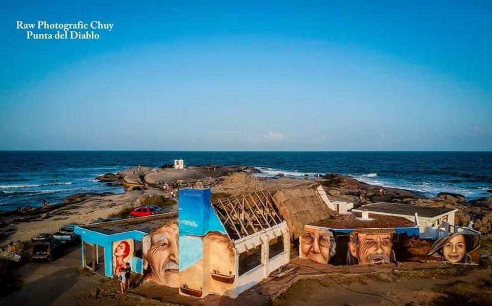 Un museo al aire libre y con vista al mar